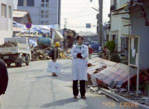 1995年1月 廃墟に立つ私