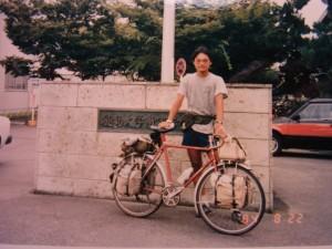 徳島大学の前で