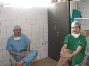 左がヨルダン人の軍医