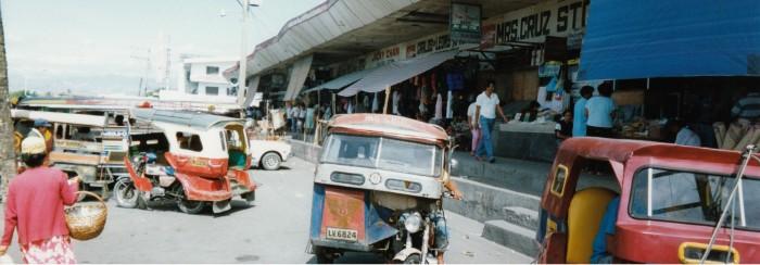 現地の市場の様子(1992年)