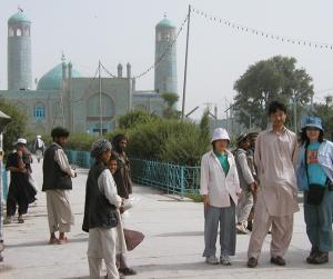 アフガンの服 右から二番目が私